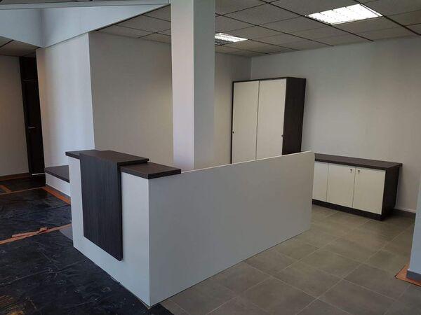 Banque d'accueil pour professionnel avec zone PMR